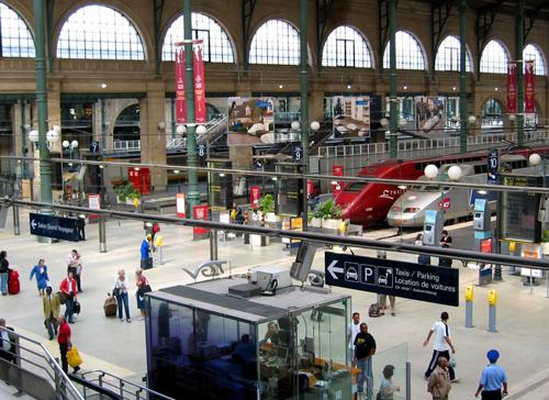 Gare montparnasse paris vu du train for Plan interieur gare montparnasse